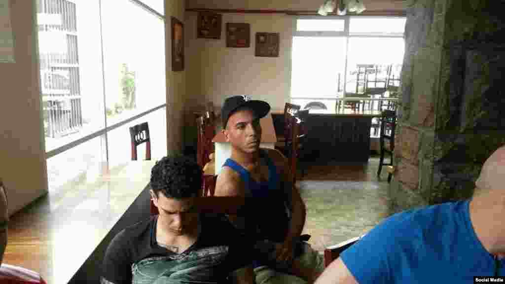 Son 10 los cubanos detenidos en el Hotel Carrión, de acuerdo a reportes de la Alianza.
