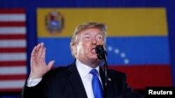 El presidente Donald Trump en un discurso ante exiliados venezolanos en Miami el 18 de febrero de 2019. (REUTERS/Kevin Lamarque).