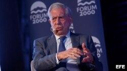 """Mario Vargas Llosa, en el foro """"Solidaridad Democrática en América Latina"""", en Santiago de Chile"""