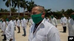 Segunda brigada médica cubana viaja a Italia. (AP/Ismael Francisco)