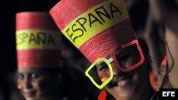 Cubanos seguidores del equipo español (desde La Habana), durante un juego de la Copa Mundial de Fútbol Sudáfrica 2010.