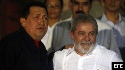 Lula, en uno de sus múltiples encuentros cuando era presidente con su amigo, el gobernante venezolano Hugo Chávez.