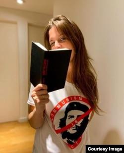 """""""Lo que todo revolucionario del siglo XXI tiene que saber"""", libro de Antonella Marty."""
