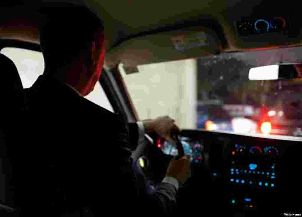 La consola del auto presidencial, camino al Hotel Fontainebleau, en Miami.