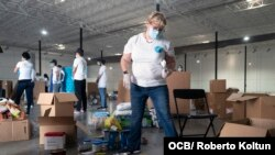 Recogida de ayuda para enviar a los cubanos de la isla, organizada por la iniciativa Solidaridad en Hermanos, el 16 de mayo del 2020. (Roberto Koltún)