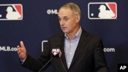 Habrá cambios en la pelota de las Grandes Ligas? El comisionado busca como mejorar el juego.