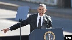 """Obama señaló que sería un """"error"""" concluir que el racismo ha sido desterrado y que la labor de los hombres y mujeres que participaron en la marcha de Selma se ha completado."""