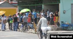 Personas aglomeradas en Las Tunas. Foto Periódico 26