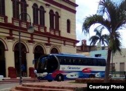 El autobús que transporta a la delegación de EEUU en Camagüey. Foto Cortesía de Henry Constantin.