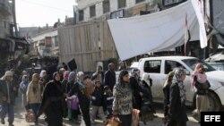 Sirios abandonan la localidad de Hejeira después de que la Armada siria tomase la ciudad de Damasco .
