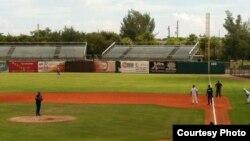 Vista del juego de Industriales en el estadio de Fort Lauderdale