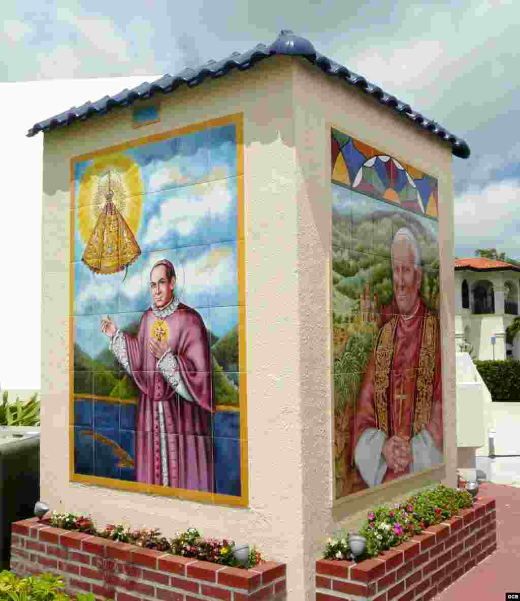 Murales beato Oscar Jaime Valdez y Juan Pablo II (cerámica, 10 pies).