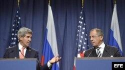 El secretario de Estado John Kerry y el canciller ruso Serguéi Lavrov informan sobre el acuerdo bilateral en torno a Siria