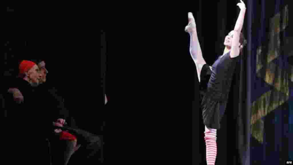 Cuando en diciembre pasado, la prima ballerina assoluta, enfermó de neumonía, se convocaron a reuniones en el Ministerio de Cultura, en La Habana, para discutir el futuro de la compañía y su sucesión.