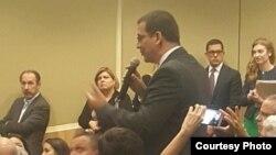 El líder opositor cubano, Antonio Rodiles, intervino en el evento en FIU.