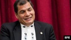 Presidente de Ecuador Rafael Correa alista maletas para viajes internacionales en el 2014