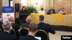 Mayra Arevich, presidenta de ETECSA, en el foro con empresarios de EEUU del sector tecnológico y de telecomunicaciones.