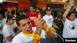 Protesta estudiantil en Caracas, frente a la sede diplomática de Cuba.