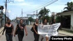 Foto de archivo: Marcha Movimiento Rosa PArks en Cuba