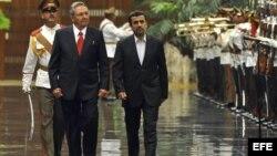 Los gobernantes Raúl Castro y Mahmud Ahmadineyad son buenos aliados.