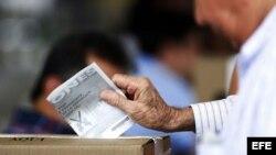 Cierran mesas de votación en segunda vuelta presidencial en Colombia.