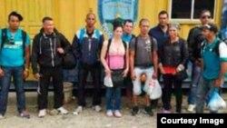 Las autoridades de Honduras detuvieron hoy a doce cubanos indocumentados.
