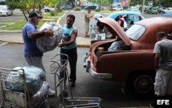 Un grupo de cubanoamericanos llega al aeropuerto José Martí de La Habana (Cuba), procedente de Estados Unidos.