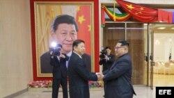 Kim Jong-un aboga por consolidar lazos con Pekín en evento de artistas chinos