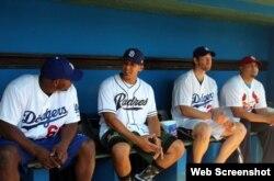 De izquierda a derecha, Yasiel Puig, Jon Jay, Clayton Kershaw y Brayan Peña.
