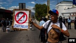 Cientos de personas participan en una manifestación para exigir el referendo para revocar al presidente venezolano Nicolás Maduro. EFE