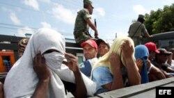 Archivo - Balseros cubanos en México