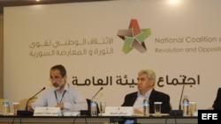 El presidente de la Coalición Nacional Siria, Moaz Al Khatib (izq). Foto de archivo