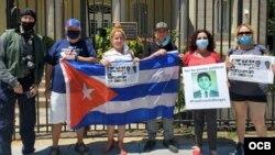 Exiliados cubanos en protesta frente a la Embajada de Cuba en DC./ Cortesía de Andrés Martinez.