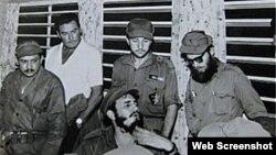 Errol Flynn junto a Fidel Castro y otros revolucionarios en 1958.