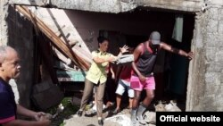 Otros de los destrozos ocasionados por la entrada del mar en el litoral de Baracoa (Foto: Yamilka Alvarez Ramos/Agencia Cubana de Noticias).