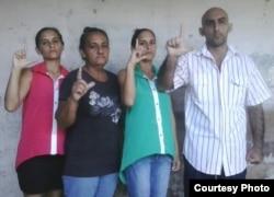 De izq a derecha: Adairis Miranda Leyva, Maidolis Leyva, Anairis Miranda Leyva y Fidel Batista Leyva.