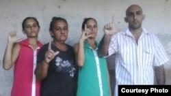 De izquierda a derecha, Adairis Miranda, Maidolis Leyva, Anairis Miranda y Fidel Batista Leyva.