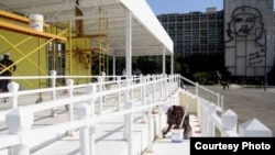 Altar para misa papal en Cuba.