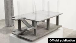 "La obra ""Casa Domino"", 2010, de artista colombiano Felipe Arturo. Tomado de bronxmuseum.org"