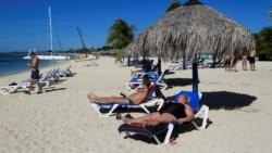 Cubanos preocupados por flujo de turistas pese a coronavirus