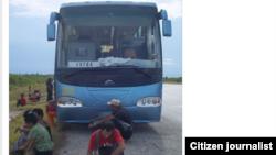 Reporta Cuba. Transporte público en Cuba. Foto: Henri Constantin.
