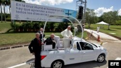 El papa Francisco se retira de la Plaza de la Revolución en Holguín (Cuba)
