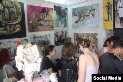 Más de 100 artistas cubanos y extranjeros participan en la #00Bienal de La Habana.