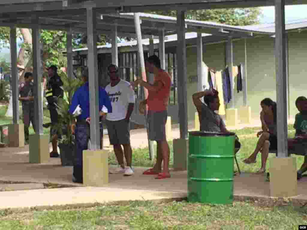 Albergue para los cubanos en una escuela del poblado de La Cruz, Costa Rica.