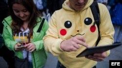 Dos jugadores de Pokemon Go en Viena, Austria.
