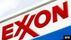Logo de una estación de servicio Exxon en Nueva York.