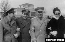 Raúl Castro con el general ruso Pliev en Rostov del Don.