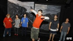 """El actor cubano Sándor Menéndez ha recomenzado su vida """"desde cero"""" en Chicago en busca de """"un mundo nuevo"""" después de abandonar el Teatro Buendía de Cuba en julio durante la primera visita que realizó a Estados Unidos"""