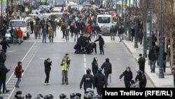 Policía en Moscú contra manifestantes