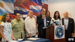 """Presentan en Miami código para """"educar"""" a cubanos ante reforma constitucional."""